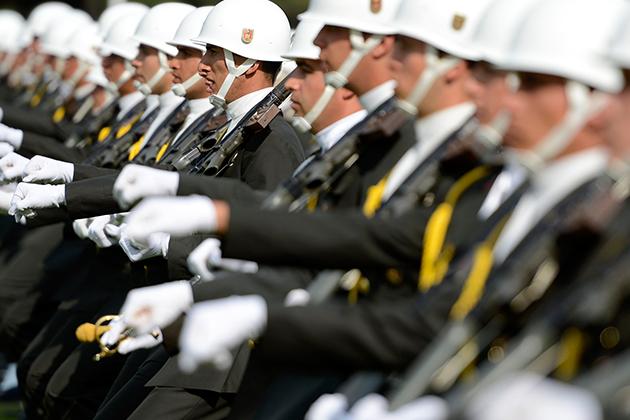 Kuvvet Komutanlıkları Savunma Bakanlığına Bağlandı, Askeri Okullar Kapatıldı