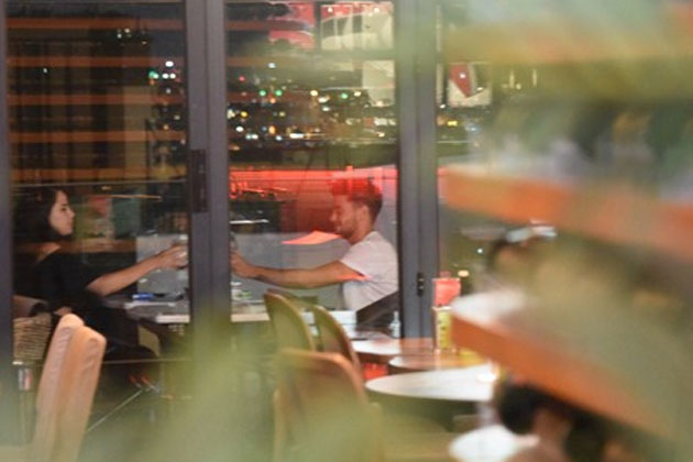 Rüzgar Erkoçlar Romantik Akşam Yemeğinde Görüntülendi