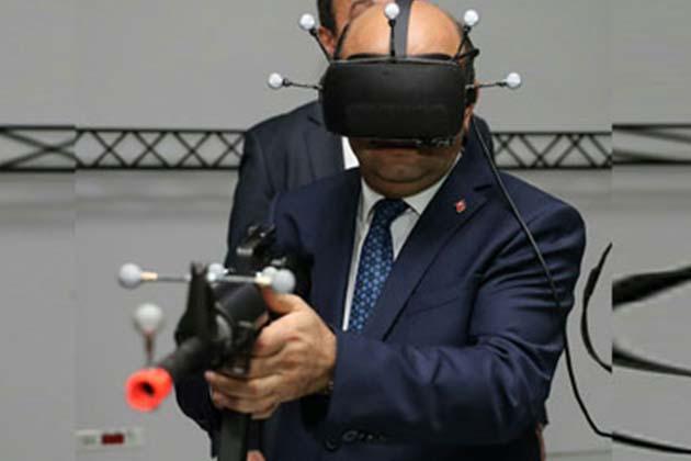 Savunma Bakanı Işık, Çatışma Ve Uçuş Simülasyonlarını Denedi
