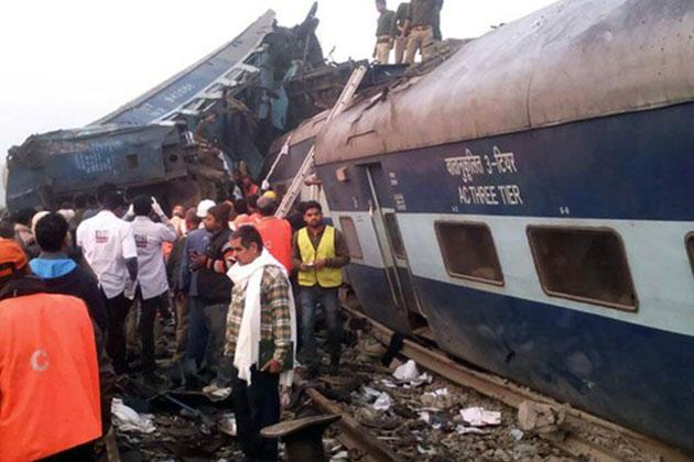 Hindistan'da Tren Kazası Faciası! Onlarca Ölü