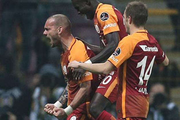 Wesley Sneijder Şeytanın Bacağını Kırdı