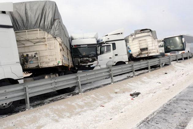 Aksaray'da 36 Araç Zincirleme Kaza Yaptı