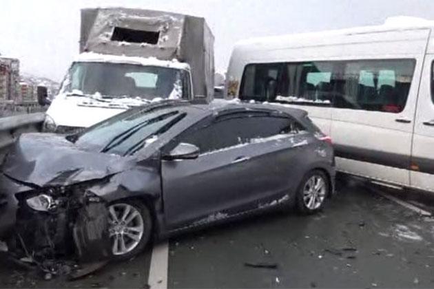 Rize'de Zincirleme Kaza! 15 Araç Birbirine Girdi