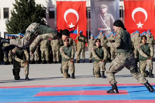 İzmir'de Uzman Erbaşlarımız 'Terörle Mücadele Kursu'nu Tamamladı