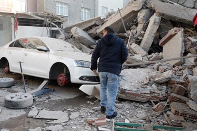 Zeytinburnu'nda Bina Çöktü Ölü Ve Yaralılar Var