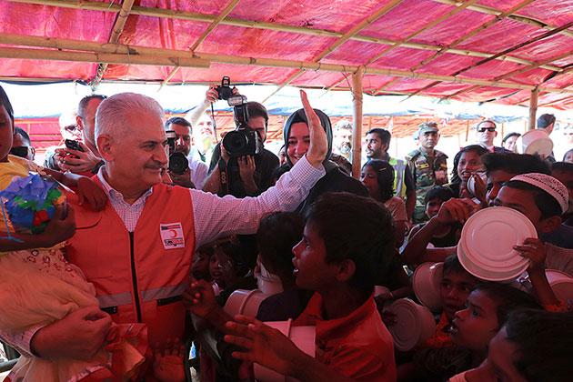 Başbakan Binali Yıldırım Arakanlı Mültecileri Ziyaret Etti
