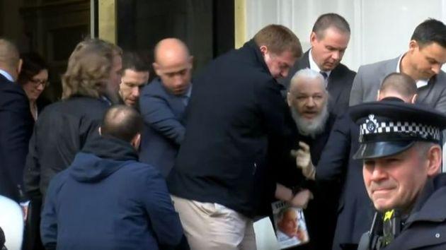 İngiltere Polisinden Wikileaks'in Kurucusu Julian Assange Gözaltı