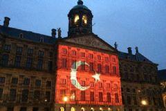 Amsterdam Kraliyet Sarayı'nın Duvarına Türk Bayrağı Yansıtıldı