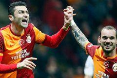 Burak Yılmaz'dan İmalı Sneijder Paylaşımı