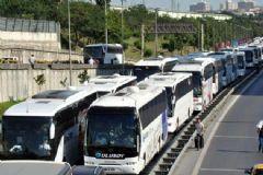 Büyük İstanbul Otogarı Girişinde Uzun Otobüs Kuyrukları Oluştu