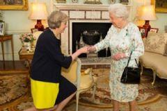 İngiltere'nin Yeni Başbakanı May Göreve Başladı