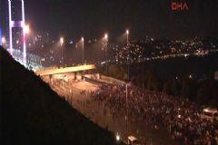 Boğaziçi Köprüsü'nde Bulunan Askerler Kahraman Polisin Bir Sözü ile Teslim Oldu