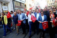 Taksim Meydanı'ndaki  Demokrasi Mitingine Büyük İlgi!