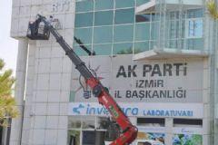 AK Parti İzmir İl Başkanlığı O İş Adamının Binasından Taşındı