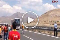 Konya'da Çirkin Olay: Beşiktaş Taraftarlarını Taşıyan Otobüse Saldırdılar