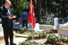 Cumhurbaşkanı Erdoğan Yol Arkadaşının Kabrini Ziyaret Etti