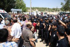 Gaziantep'te Hayatını Kaybedenlerin Cenaze Töreninde Polise Saldırı!