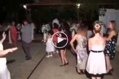 Düğünde Göbek Dansı Yaparken Kendinden Geçen Genç Kız