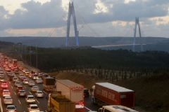 Yavuz Sultan Selim Köprüsü'ne Olan Yoğun İlgi Trafiği Yavaşlatıyor