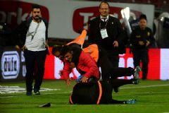 Trabzonspor - Fenerbahçe Maçında Hakeme Saldıran Şahıs Bakın Nerede Ortaya Çıktı!