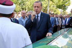 AK Parti Bakanlar Kuruluna Ara Verip Cenazeye Katıldı