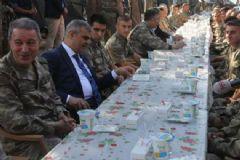 Genelkurmay Başkanı Askerleri Ziyaret Edip Bayramlaştı