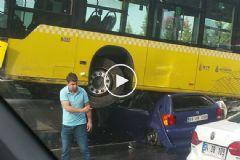 İstanbul'da Metrobüs Yoldan Çıktı! Olay Yerinden İlk Görüntüler