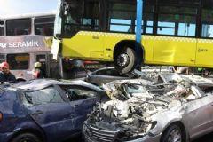 Metrobüs Kazasında Şoföre Şemsiye İle Saldıran Kişi Tutuklandı!