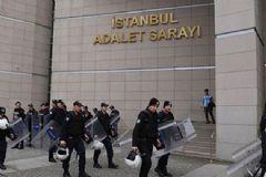 İstanbul'daki 2 Adliye'de FETÖ Araması: 87 Gözaltı
