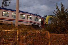 Sakarya İki Tren Kafa Kafaya Çarpıştı