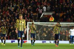 Fenerbahçe İngiltere'de Yıkıldı, Taraftar Sonuca Çıldırdı!