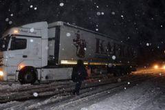Ağrı-Iğdır Karayolu Kar Yağışından Ulaşıma Kapandı