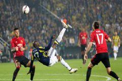 Fenerbahçe, Manchester United'ı Kadıköy'ün Çimlerine Gömdü