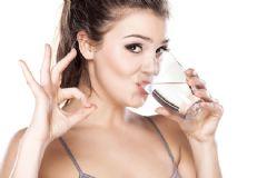 Aç Karnına Ilık Veya Sıcak Su İçmek Zayıflatır Mı?