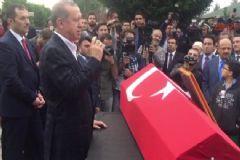 Erdoğan Şehit Kaymakamın Cenazesinde Kur-an Okudu