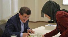 Eski Başbakan Ahmet Davutoğlu Kitabını İmzaladı