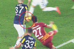 Fenerbahçe – Galatasaray Derbisinde Tartışmalı Pozisyon