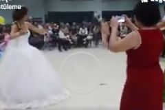 Düğününde Oynarken Kendinden Geçen Gelin Sosyal Medyayı Salladı