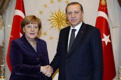 Merkel, Cumhurbaşkanı Erdoğan'a Taziyelerini İletti