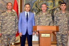 Orgeneral Akar, Sınırdaki Birlikleri Denetledi