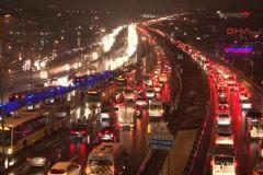 İstanbul'da Trafik Felç! Kilometrelerce Kuyruk Var