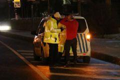Ünlü Şarkıcı Polisten Kaçtı, Yanında Bakin Kiminle Yakalandı
