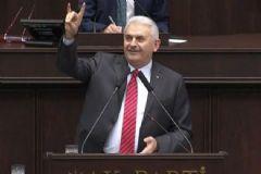 Başbakan Yıldırım, Bozkurt İşareti ile Selamladı