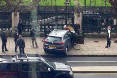 Londra'da Parlamento Binası Önünde Çatışma!