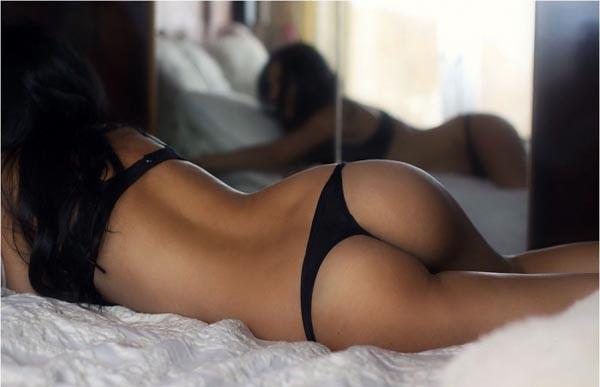 Голые спины брюнеток