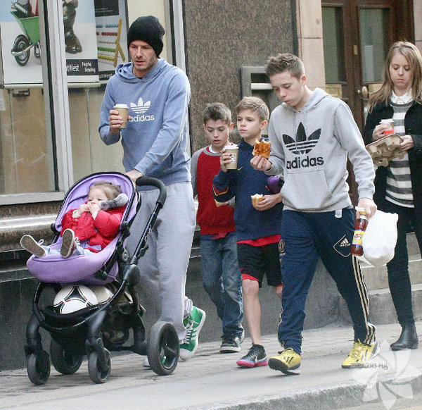 Виктортя бекхем с детьми фото